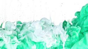 Tinta branca e verde na água Fotos de Stock Royalty Free