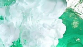 Tinta branca e verde na água Fotografia de Stock