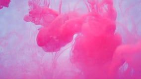 Tinta de la lila en agua Cámara lenta creativa En un fondo blanco stock de ilustración