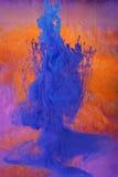 Tinta que disuelve abstra colorido imagen de archivo libre de regalías