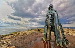 Tintagel, Cornwall, het UK - 10 April 2018: Het standbeeld G van KoningsArthur royalty-vrije stock foto