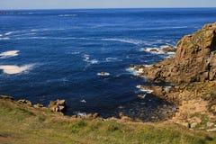 Tintagel Inglaterra, Reino Unido - 10 de agosto de 2015: Costa costa de Tintagel, Cornualles, Reino Unido fotografía de archivo