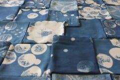 Tinte del añil tailandés, sombra del color y textura naturales de la tela del tinte natural del añil azul Imágenes de archivo libres de regalías