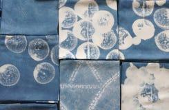 Tinte del añil tailandés, sombra del color y textura naturales de la tela del tinte natural del añil azul Imagen de archivo libre de regalías