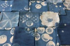 Tinte del añil tailandés, sombra del color y textura naturales de la tela del tinte natural del añil azul Fotos de archivo libres de regalías