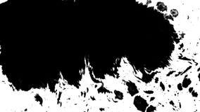 Tinte, die auf weißen Hintergrund fließt stock abbildung
