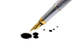 Tinte-Feder und Tintenfleck Stockfotografie