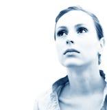 Tinte pensativo del azul de la mujer Imagen de archivo