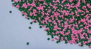 Tinte polimérico pelotillas plásticas Colorante para los gránulos Gotas del polímero Foto de archivo