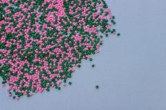 Tinte polimérico pelotillas plásticas Colorante para los gránulos Gotas del polímero Imagen de archivo