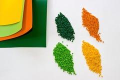 Tinte polimérico pelotillas plásticas Colorante para los gránulos Gotas del polímero Fotografía de archivo libre de regalías