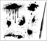 Tinte Splat eingestellte und schwarze kalligraphische Feder Lizenzfreie Stockfotografie