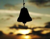 Tintement sur le fond de coucher du soleil Images stock