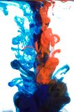 Tinten im Wasser, Farbabstraktion, Farbexplosion stockfoto