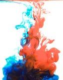 Tinten im Wasser, Farbabstraktion, Farbexplosion lizenzfreie stockfotos