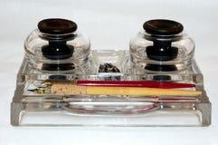 Tintenfässer und Federn lizenzfreie stockfotos