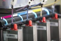 Tintenpatronen innerhalb der modernen Berufsdruckmaschine stockbilder