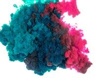 Tintenspritzen des abstrakten Farbenhintergrundes multi Farbim Wasser lokalisiert auf weißem Hintergrund Stockbild