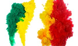 Tintenspritzen des abstrakten Farbenhintergrundes multi Farbim Wasser lokalisiert auf weißem Hintergrund Lizenzfreies Stockbild