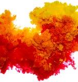 Tintenspritzen des abstrakten Farbenhintergrundes multi Farbim Wasser lokalisiert auf weißem Hintergrund Lizenzfreie Stockfotografie
