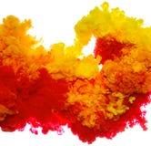 Tintenspritzen des abstrakten Farbenhintergrundes multi Farbim Wasser lokalisiert auf weißem Hintergrund Stockfoto