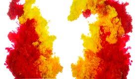Tintenspritzen des abstrakten Farbenhintergrundes multi Farbim Wasser lokalisiert auf weißem Hintergrund Stockfotos