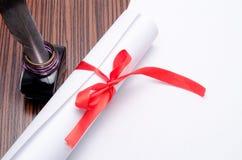 Tintero con una pluma y un Libro Blanco Fotografía de archivo libre de regalías