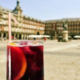Tinto de verano en alcalde de la plaza en Madrid, España Foto de archivo