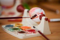 Tintura dell'uovo di Pasqua Immagini Stock