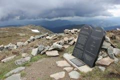 Tio budstenar i bergen Royaltyfria Bilder
