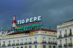 Tio-pepe Marksteinleuchtreklame in Madrid Lizenzfreies Stockfoto