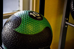 Tio pund övningsboll Arkivbild