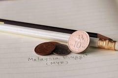Tio sen Malaysia ringgitmynt på omvänt, linje bild av hibiskusen rosa-sinensis och sen fem med två mynt av en sen royaltyfria foton