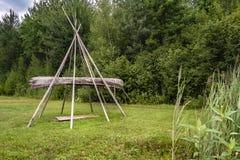 Tipi dans le village d'Abenakis images stock