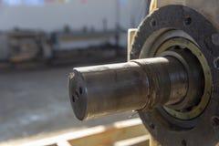 Tipi differenti di attrezzature utilizzati nell'industria petrolifera fotografie stock