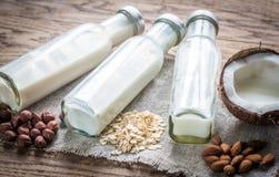 Tipi differenti di latti non caseari fotografie stock libere da diritti