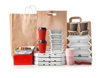 Tipi differenti di pacchetti su fondo bianco Servizio di distribuzione dell'alimento immagine stock