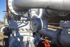 Tipi differenti di valvole e di indicatori nell'industria petrolifera immagini stock libere da diritti
