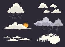 Tipi insieme della nuvola di vettore su fondo scuro con differenti stati della natura Tempesta, cloudscape, sole, pioggia con la  Fotografie Stock