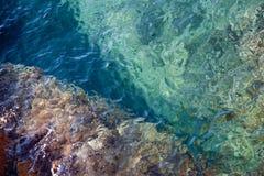 Tipical Adriatiska havet vatten royaltyfri bild