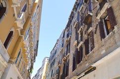 Tipical byggnader i Venedig, Italien royaltyfri foto