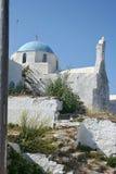 Tipical lite kyrka på den grekiska ön av Paros arkivbild