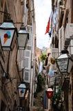 Tipical mała ulica w starym miasteczku Dubrovnik, Chorwacja Zdjęcia Stock