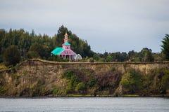 Tipical trä gjorde kyrkan i den Chiloe ön, Chile Patagonia tävlar royaltyfria bilder