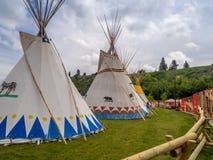 Tipis en el pueblo indio en la precipitación de Calgary Fotografía de archivo