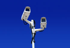 Tipo alta tecnologia macchina fotografica della cupola sopra cielo blu Fotografie Stock