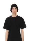 Tipo blanco que desgasta el sombrero negro de la gorrita tejida Fotografía de archivo