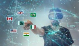 Tipo che guarda attraverso i vetri di realtà virtuale di VR - pakistano Fla fotografie stock