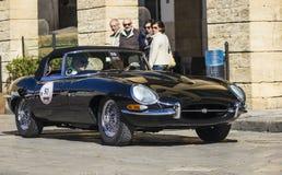 Tipo clássico preto do jaguar e do carro do vintage velho Fotos de Stock Royalty Free