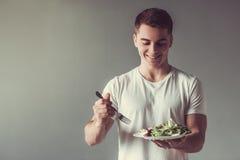 Tipo con alimento sano Immagine Stock